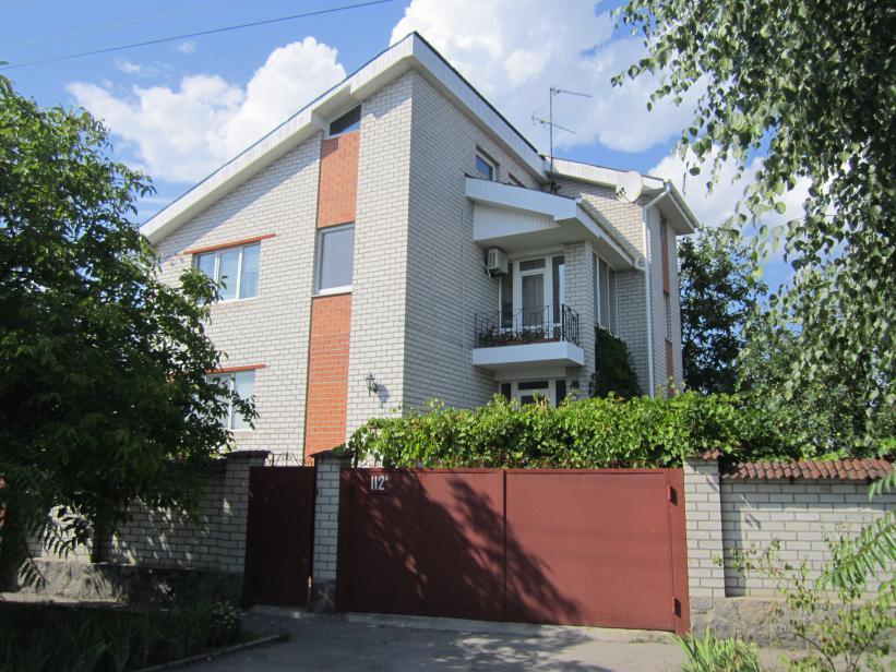Продам дом в Кременчуге 250 кв.м. с ремонтом. Реевка. 8 соток.